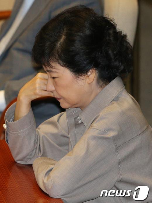 [사진]생각에 잠긴 박근혜 후보
