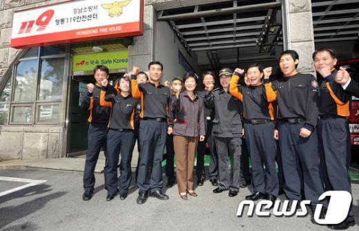 [사진]박근혜, '소방대원들 파이팅'