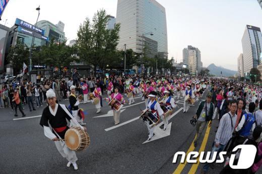 [사진]개막 퍼레이드로 시작되는 하이서울페스티벌