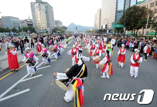 [사진]화려하게 시작하는 하이서울페스티벌 2012
