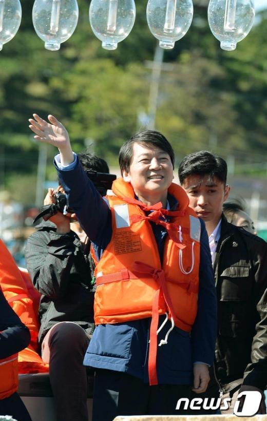 [사진]호남 민심에 손 흔드는 안철수