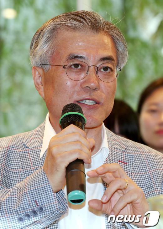 [사진]온라인 여성카페 회원들 만난 문재인