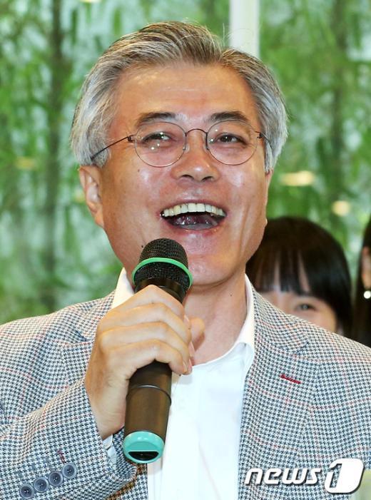 [사진]문재인 '미소'