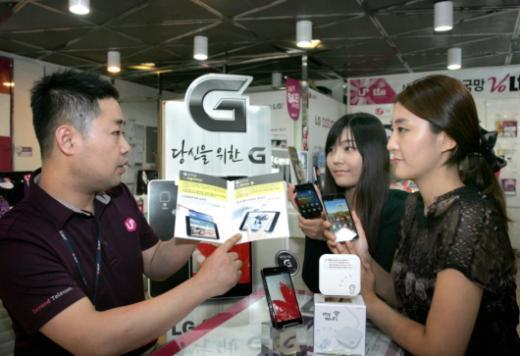 "LGU+ ""옵티머스G·뷰2 사면 경품 드려요"""