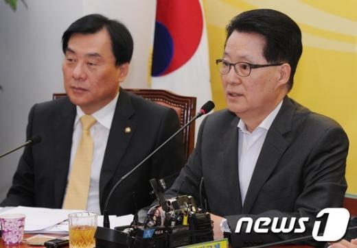 [사진]고위정책회의 모두발언 하는 박지원 원내대표