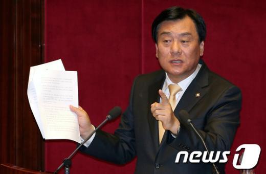 [사진]내곡동 사저 특검 관련 발언하는 박기춘 원내수석부대표