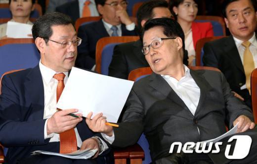 [사진]이야기 나누는 박지원-이용섭