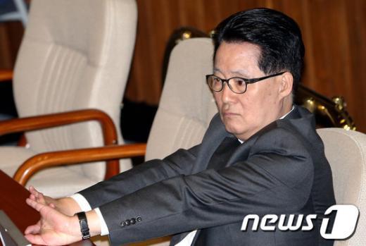 [사진]기지개 펴는 박지원 원내대표