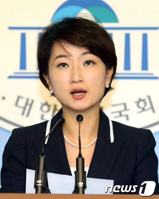 민주통합당 이언주 원내대변인. 2012.9.18/뉴스1  News1 이종덕 기자