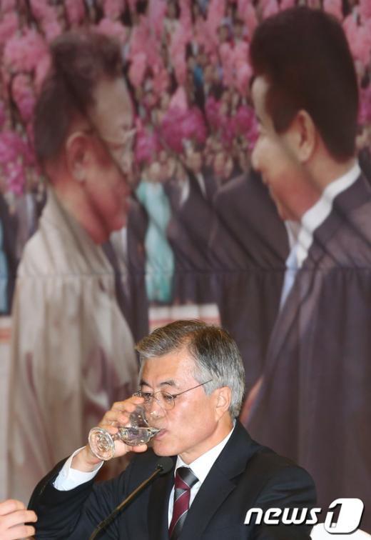[사진]문재인 '남북 갈증'
