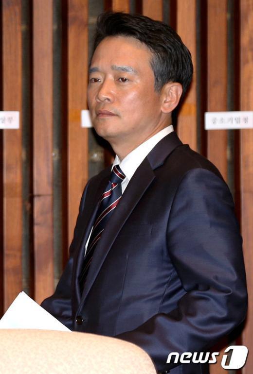 [사진]경제민주화 관련 정책의총 참석한 남경필 의원