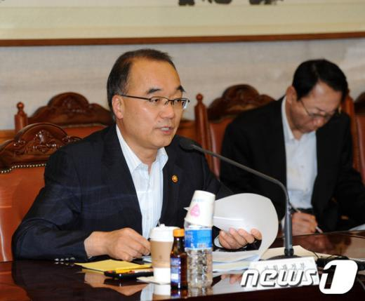[사진]모두발언하는 박재완 장관