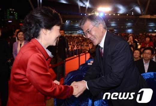 [사진]부산국제영화제에서 만난 박근혜-문재인
