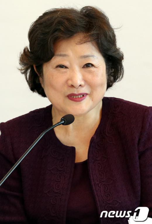 [사진]모두발언하는 이혜경 복지국가위원장
