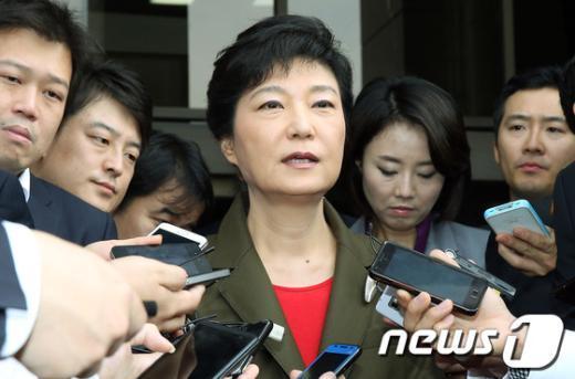 """[사진]박근혜, """"쇄신과 통합은 같이가야"""""""