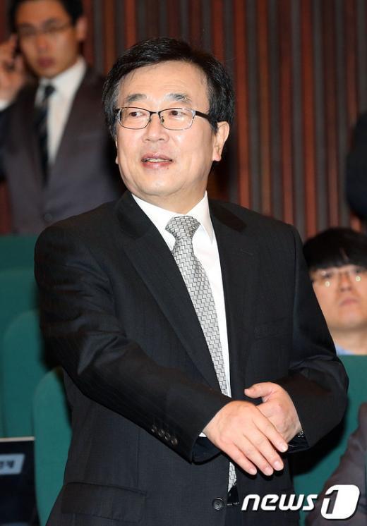 [사진]정치쇄신 심포지엄 참석한 서병수