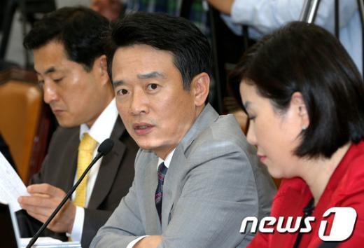 [사진]의사진행 발언하는 남경필 의원