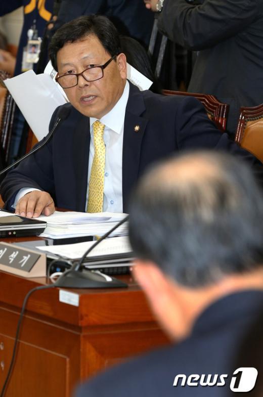 [사진]질의하는 강동원 의원