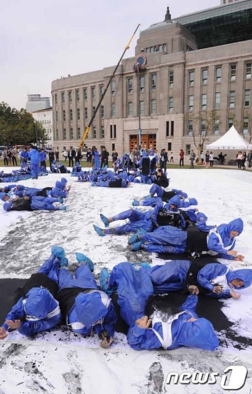 [사진]온 몸으로 만드는 '한글, 한뜻, 한국'