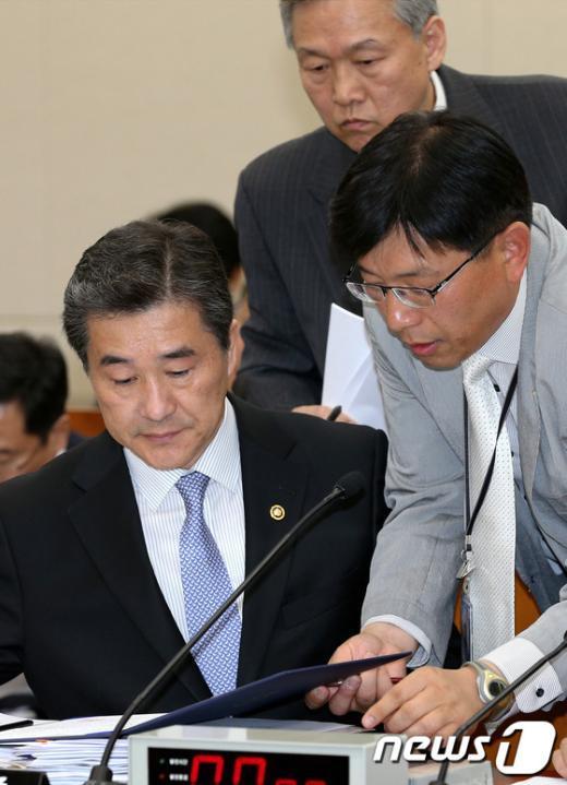 [사진]국정감사 출석한 조석준 기상청장