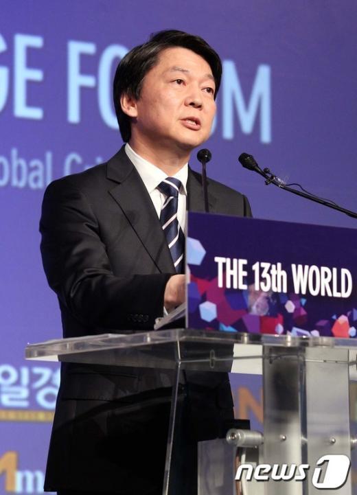 [사진]세계지식경제포럼 강연하는 안철수