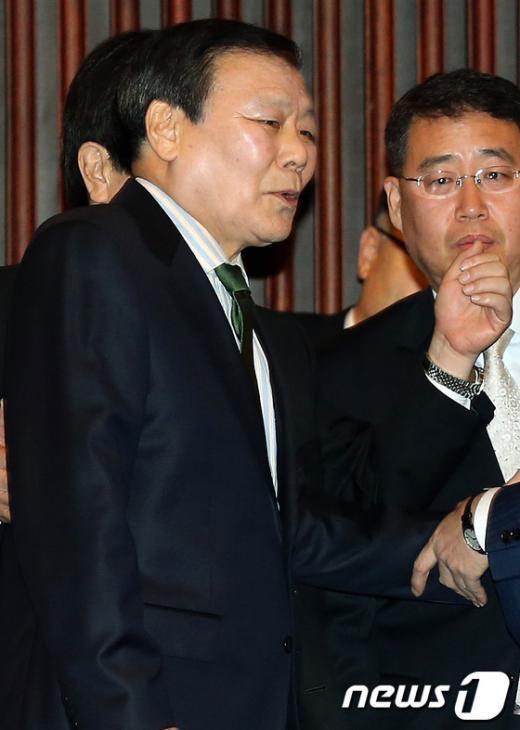 [사진]'정치쇄신 심포지엄' 참석한 조순형 전 의원