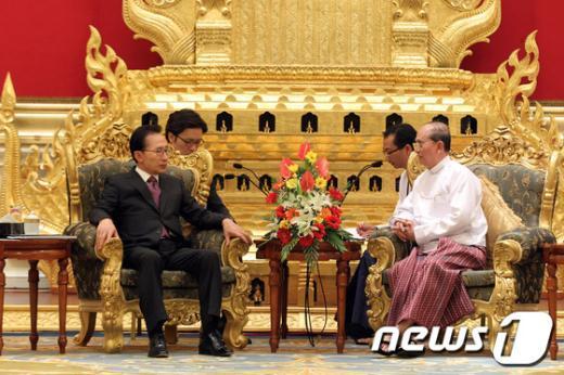 미얀마를 방문중인 이명박 대통령이 14일 오후 네피도 대통령궁에서 테인 세인 미얀마 대통령과 정상회담을 갖고 있다. (청와대 제공) 2012.5.14/뉴스1  News1 오대일 기자