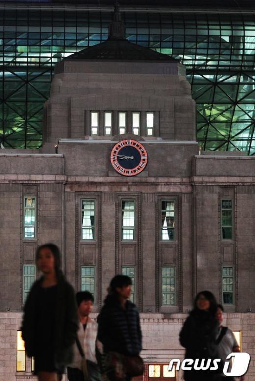 [사진]서울시, 시청 옛 건물 대형시계 설치