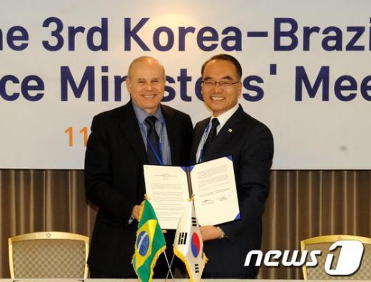[사진]제3차 한-브라질 재무장관회의 합의의사록 서명식
