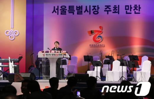 [사진]서울시장 주최 만찬 참석한 안철수
