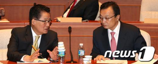 [사진]대화하는 이해찬 대표와 박지원 원내대표