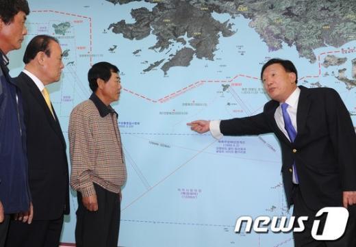 [사진]NLL에 대해 설명하는 박상은 의원