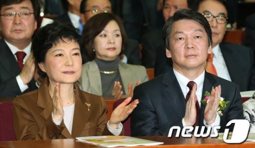 [사진]박수치는 박근혜와 안철수