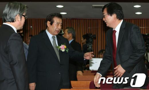 [사진]김홍업 전 의원과 이야기 나누는 한광옥