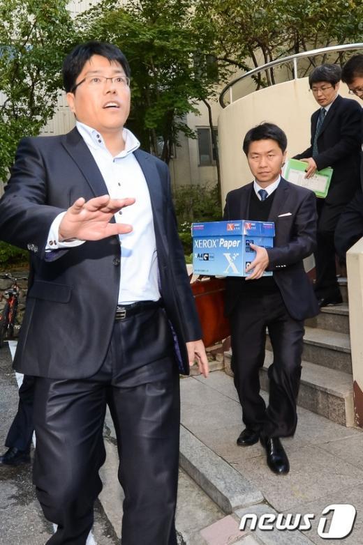 [사진]이상은 자택 압수품 옮기는 특검팀