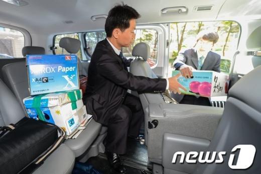 [사진]MB 친형, 이상은 자택 압수수색 마친 특검