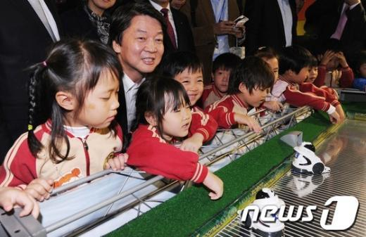 [사진]어린이들과 함께하는 안철수 후보