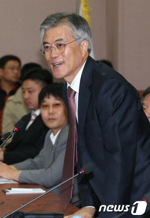 [사진]충북 기업인들 만난 문재인