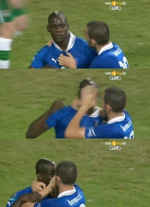 유로 2012 대회 당시 발로텔리의 입을 막고 있는 보누치 (사진=중계화면 캡쳐)