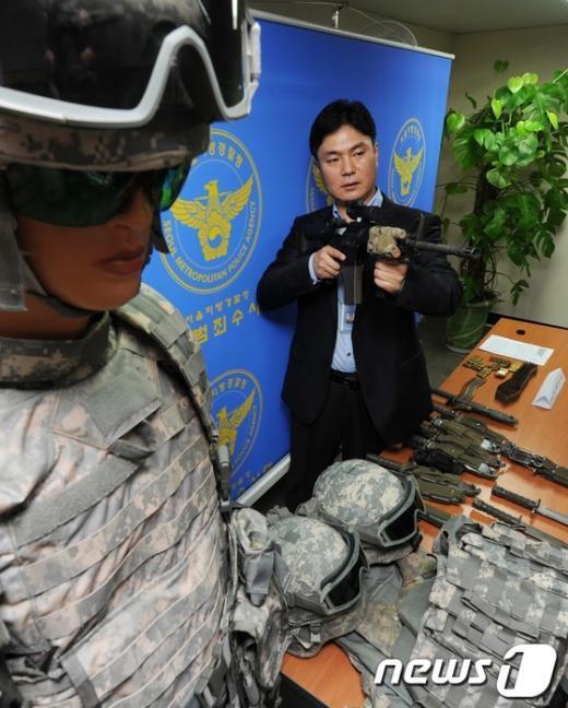 [사진]국제범죄수사대, 美 군용장비 해외 밀반출 일당 검거