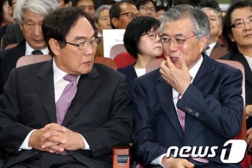 [사진]대화하는 문재인-임채정