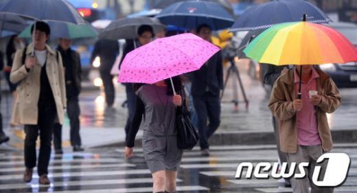 [사진]가을비 속 우산행렬