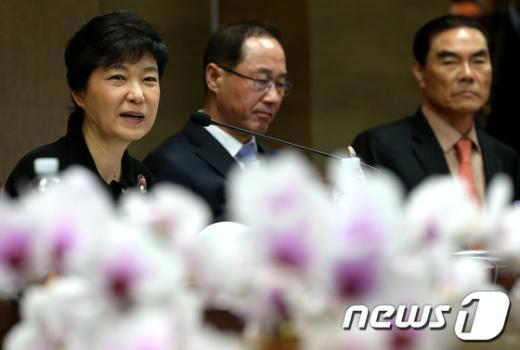 [사진]인사말하는 박근혜 후보