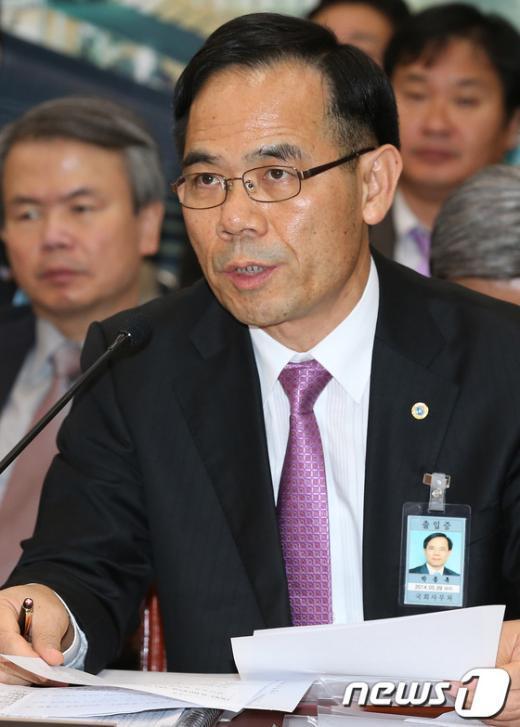 [사진]국감 출석한 박종록 울산항만공사 사장