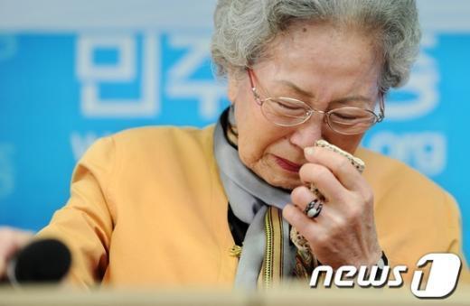 [사진]눈물 흘리는 故김지태씨의 유족