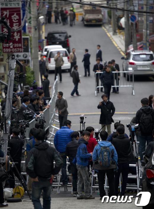 [사진]이시형 소환임박 '분주한 취재진'