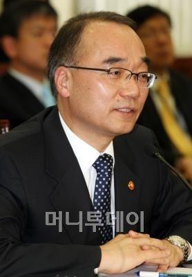 """박재완 """"원화강세, 당장 실행 염두에 둔 조치 없어"""""""