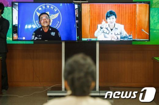 [사진]박근혜, '독도경비대 최고'