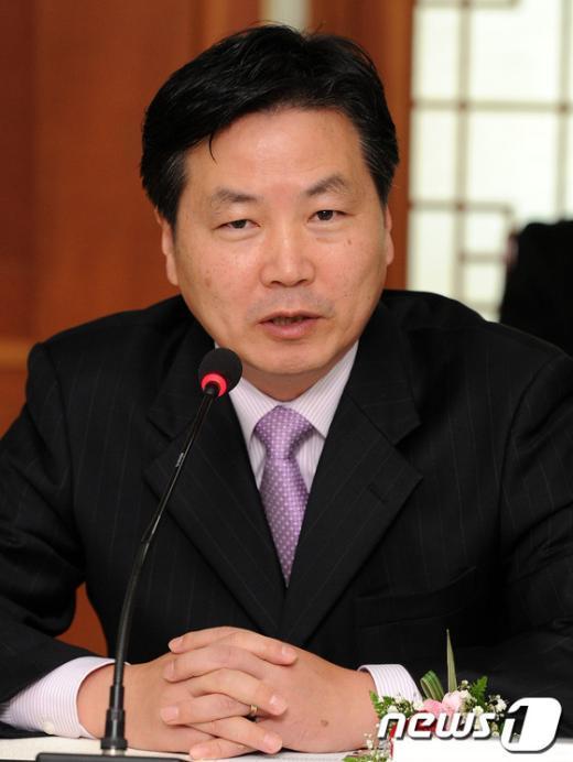 [사진]인사말하는 홍종학 민주통합당 의원