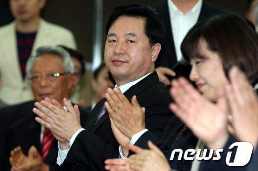 [사진]민주 부산 선대위 출범식 참석한 김두관